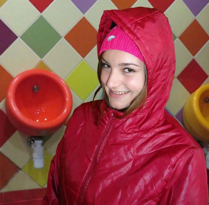 den vackra tjejen stientjezulma - maids in plastic clothes