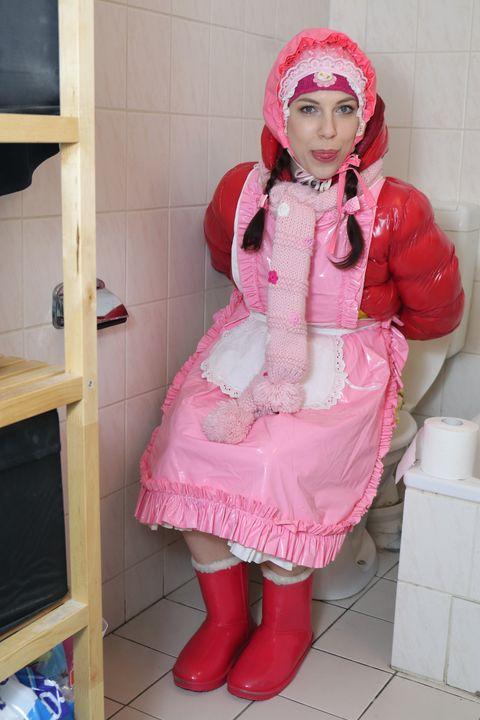 fahişezulma verpackt und gewindelt - maids in plastic clothes