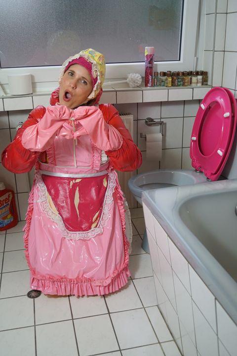 Ein Herzchen von der Gumminutte! - maids in plastic clothes