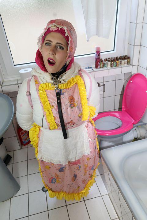 Mandub: Klonutte zeigt ihr Werkzeug - maids in plastic clothes