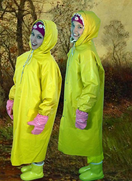süße Schwestern im Friesennerz - maids in plastic clothes