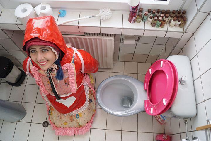 tuvaletler fahişe bimbozulma gülümse - maids in plastic clothes