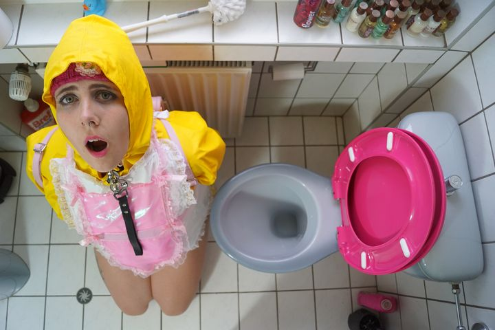 fat Friesennerz loogirl bimbozulma - maids in plastic clothes