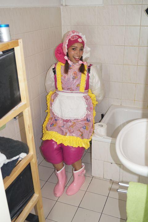 Wie schön! Ihr Geschäft hat Erfolg - maids in plastic clothes