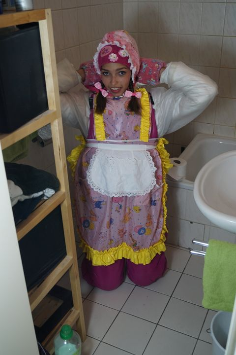 rubberwhore mareenzulma at her place - maids in plastic clothes