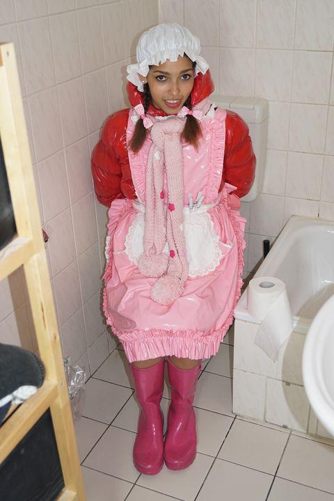 Der Schnappschus der Woche! - maids in plastic clothes
