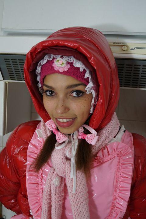 Gumminutte mareenzulma ruft Dich! - maids in plastic clothes