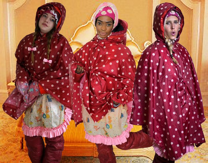 Zimmerservice in raincapes - maids in plastic clothes