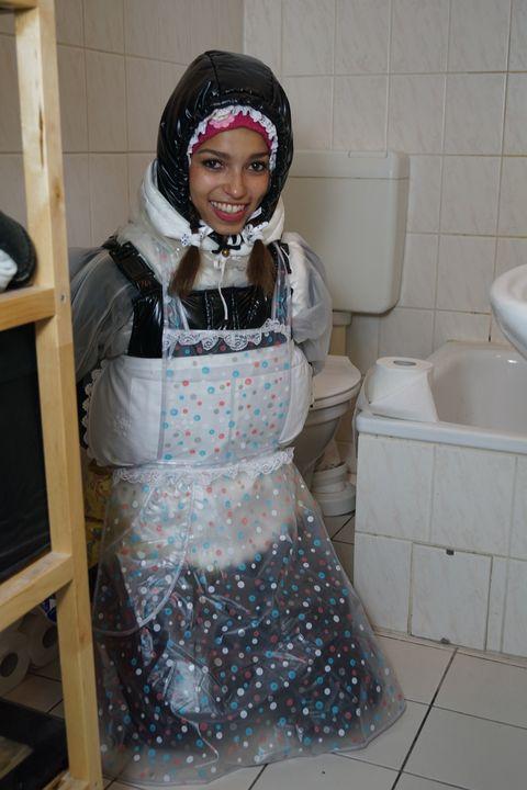 عاهرة مطيعة في المطاط - maids in plastic clothes