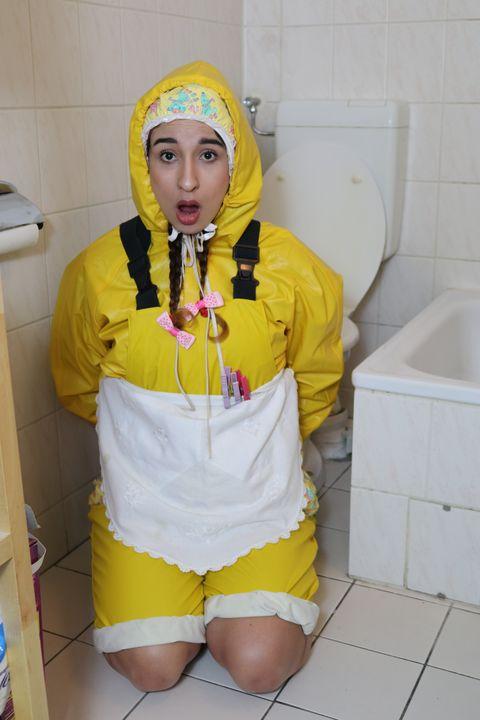 Gumminutte aljurumaki sagt: Welcome! - maids in plastic clothes