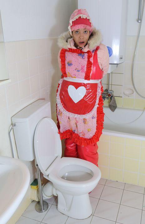 Gummi Nutte vonjutschaja shljucha - maids in plastic clothes