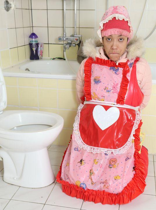 мазохистская резиновая шлюха - maids in plastic clothes