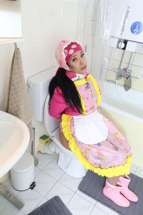 素敵なトイレ - maids in plastic clothes