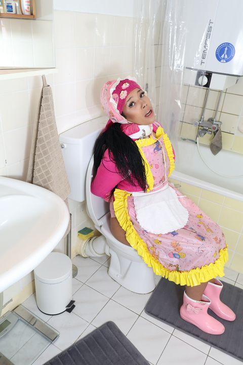 kleine Gumminutte - maids in plastic clothes