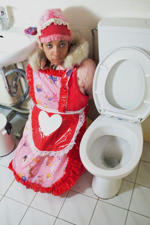 素敵なトイレ Schöne Toilette - maids in plastic clothes