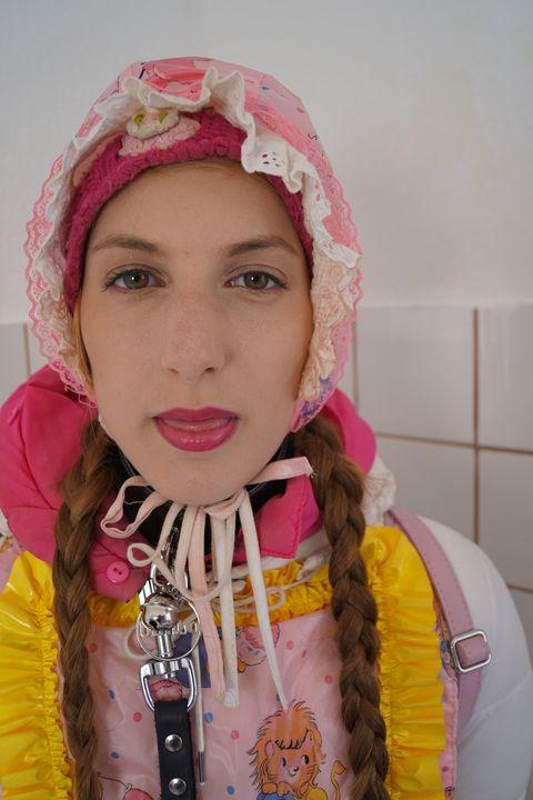 Шлюха косзазульма - maids in plastic clothes