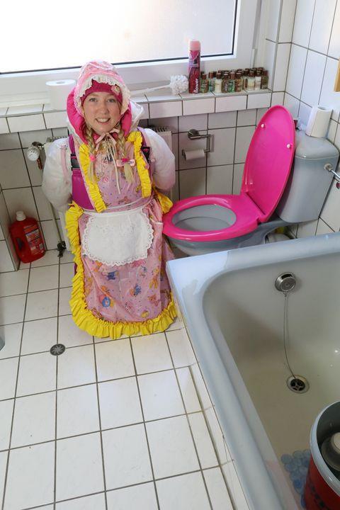 красивая резиновая шлюха кааспаккет - maids in plastic clothes