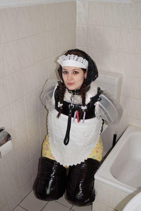 die süße gewindelte smuttyzulma - maids in plastic clothes