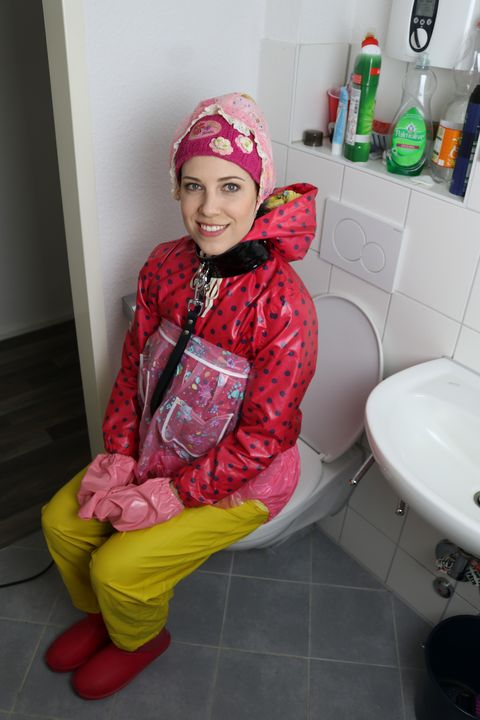 die kleine fahişezulma hat Erfolg! - maids in plastic clothes