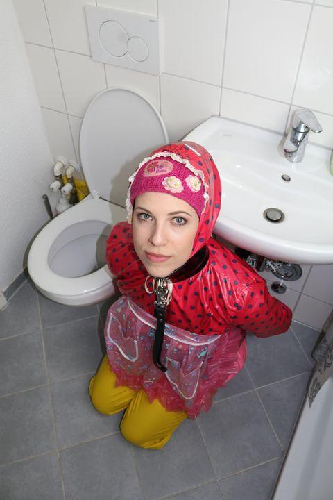 Sanitäranlage - maids in plastic clothes
