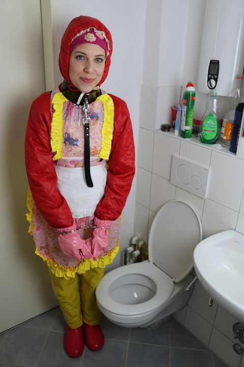 die brave Nutte fahişezulma - maids in plastic clothes