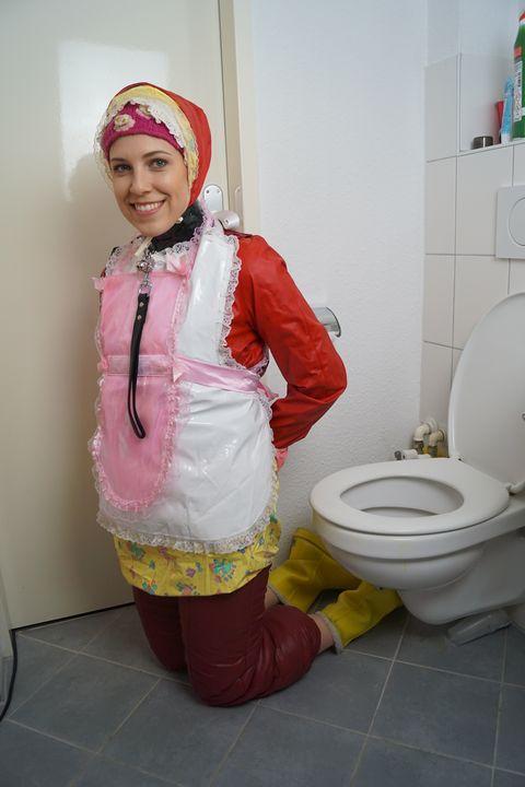حفاضات عاهرة ممتلئة مرة أخرى - maids in plastic clothes
