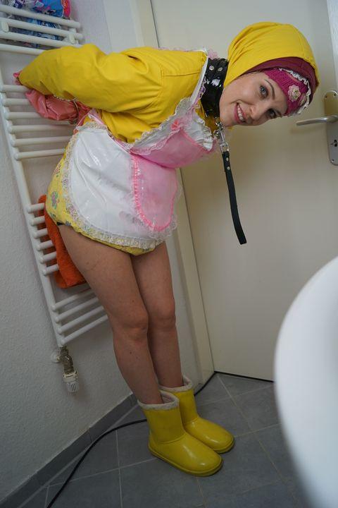 fahişezulma hat brav die Windel voll - maids in plastic clothes