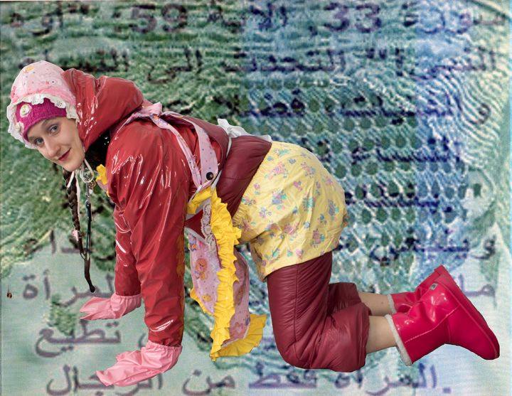 Nutte osklivodevka in Gummiburka - maids in plastic clothes