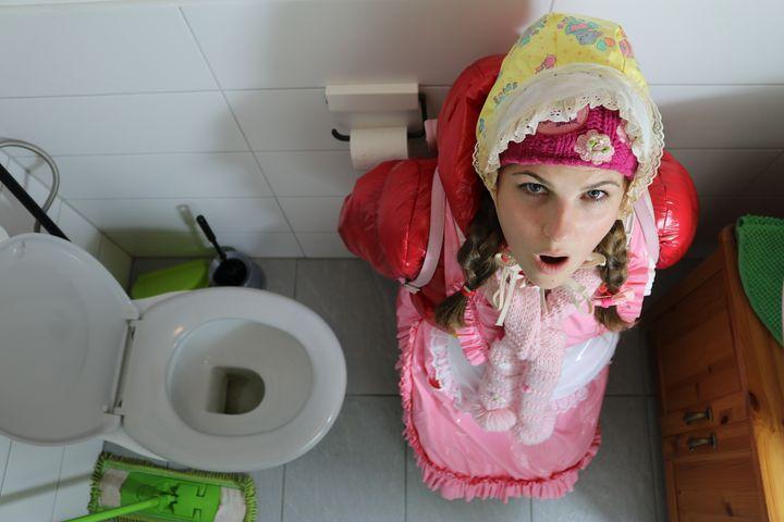 toilet resinamanda in rubber burqa - maids in plastic clothes