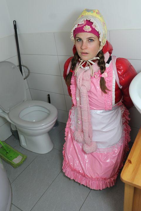 トイレのアクセサリー - maids in plastic clothes