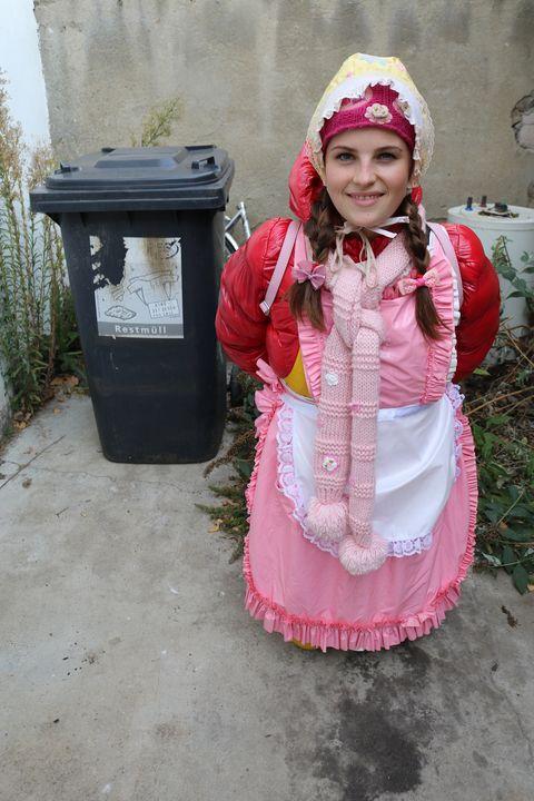 gadis cantik dalam getah - maids in plastic clothes