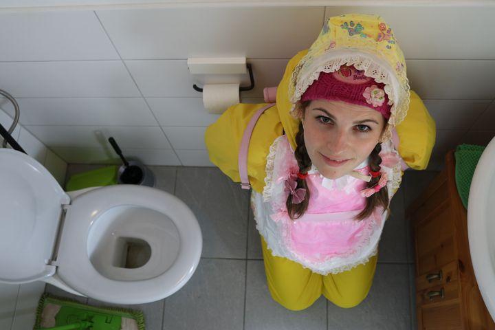 accessoires de toilette - maids in plastic clothes