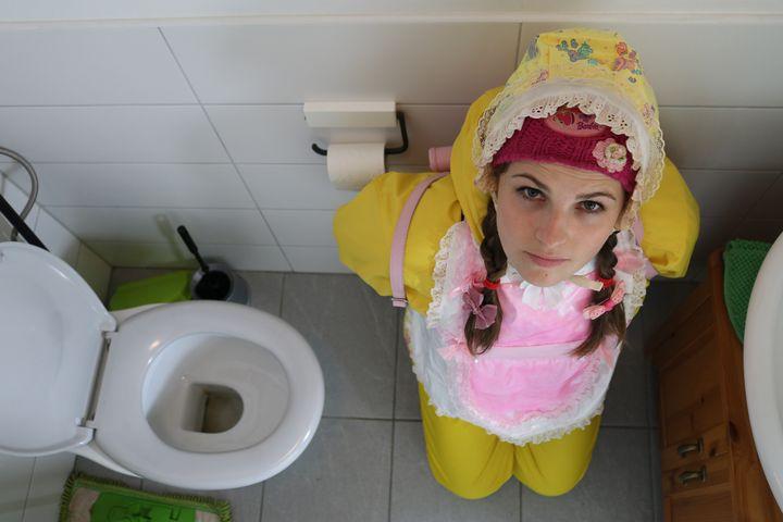 schöner Blick - maids in plastic clothes