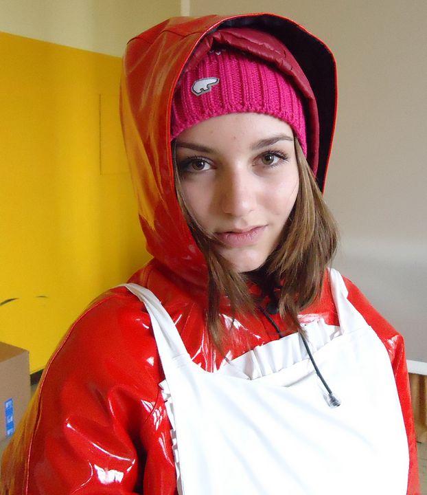 Mariazulmas Gumminuttenvorbild - maids in plastic clothes