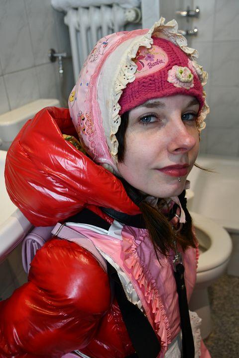 puta obediente boka yiyena fahişa - maids in plastic clothes