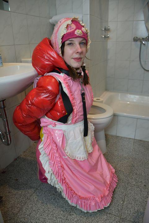 바보 창녀 - maids in plastic clothes