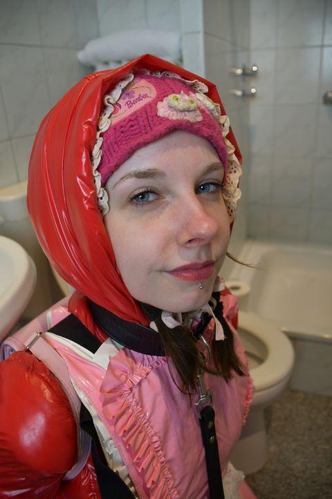pelacur yang taat - maids in plastic clothes