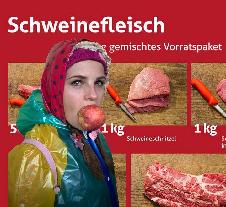 Mastfleisch in Gummifolie - maids in plastic clothes