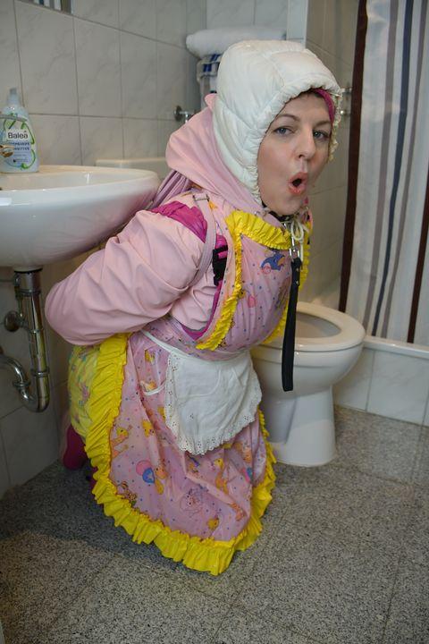 Halal: Pelacur tandas - maids in plastic clothes