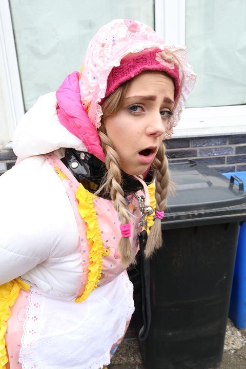 Связывание девушка - maids in plastic clothes