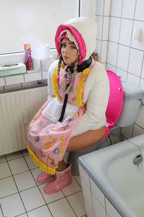 "Hure facialazulma macht schön ""AA""! - maids in plastic clothes"