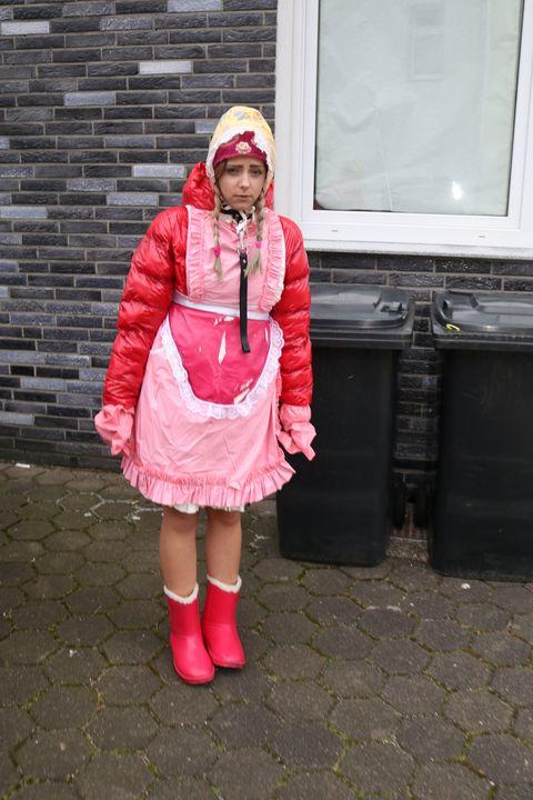 vergessene Gumminutte - maids in plastic clothes