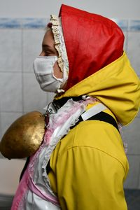 Halal: rubbergirl in friesennerz