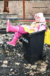 쓰레기통에 고무 창녀