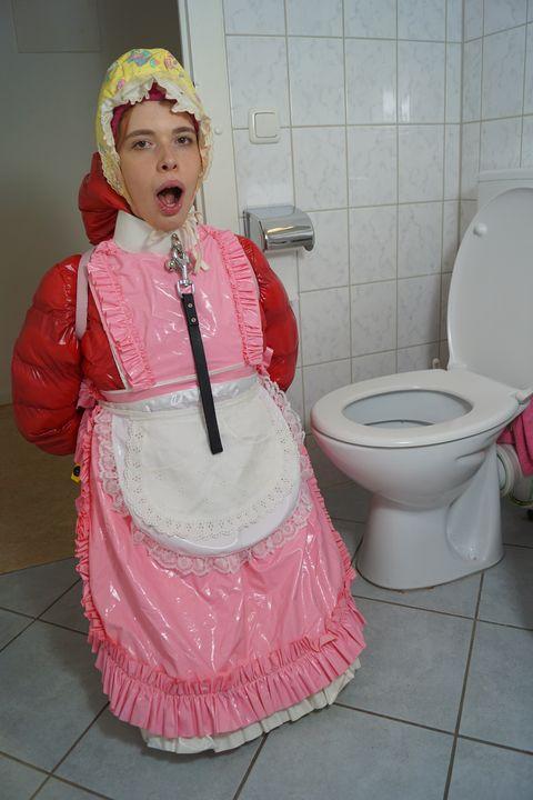 فاحشه با پوشک کثیف - maids in plastic clothes