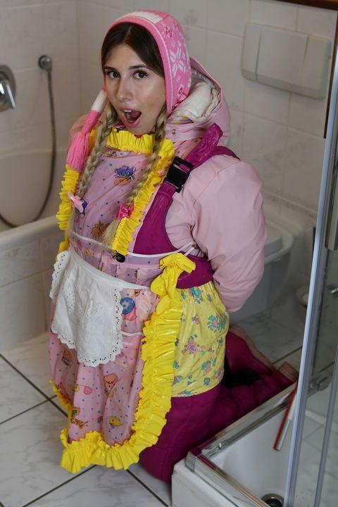 召使いメイド - maids in plastic clothes