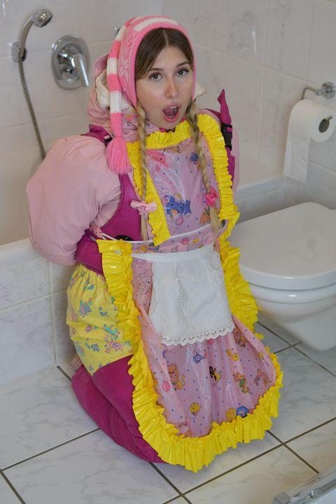 仆人女仆 - maids in plastic clothes