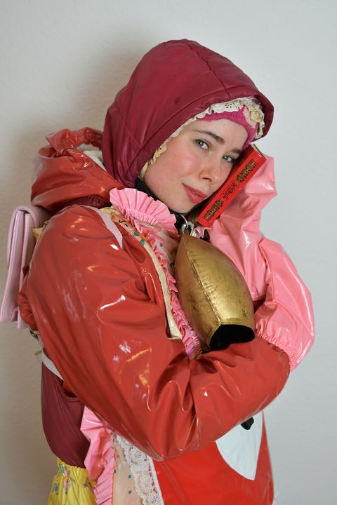 قرآن همه چیز را برای شما پاسخ می دهد - maids in plastic clothes