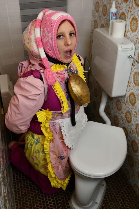 イスラム教徒専用のドイツのメイド - maids in plastic clothes