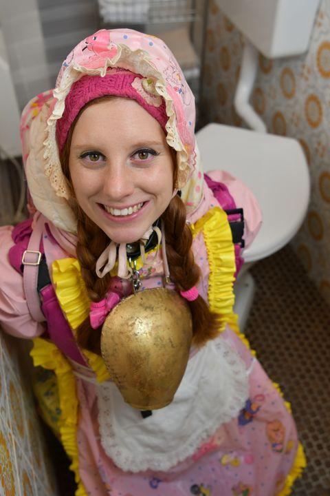 beautiful housemaid Lentjezulma - maids in plastic clothes